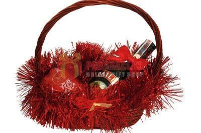 коледна кошница с подаръци