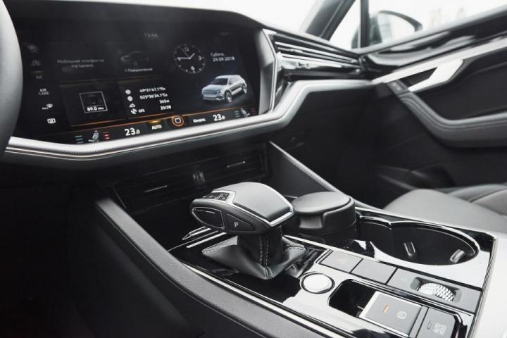 интериор на автомобил с автоаксесоари