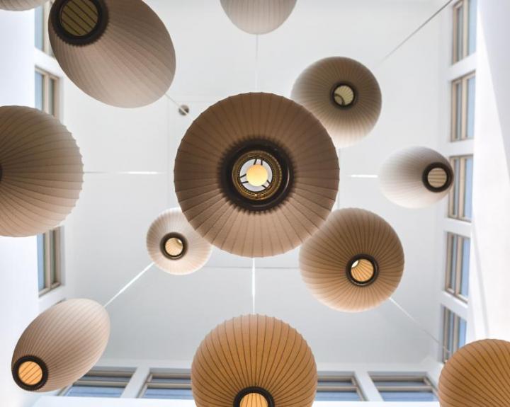 лампи пендели, висящи от тавана