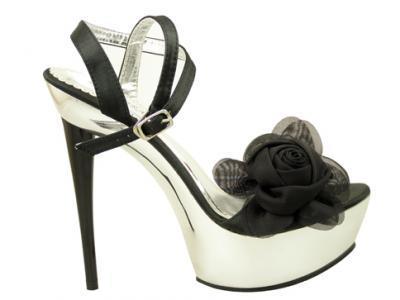на бала с изящни обувки
