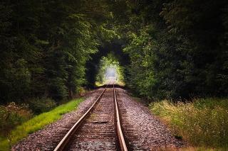 линия на влак в зелена гора